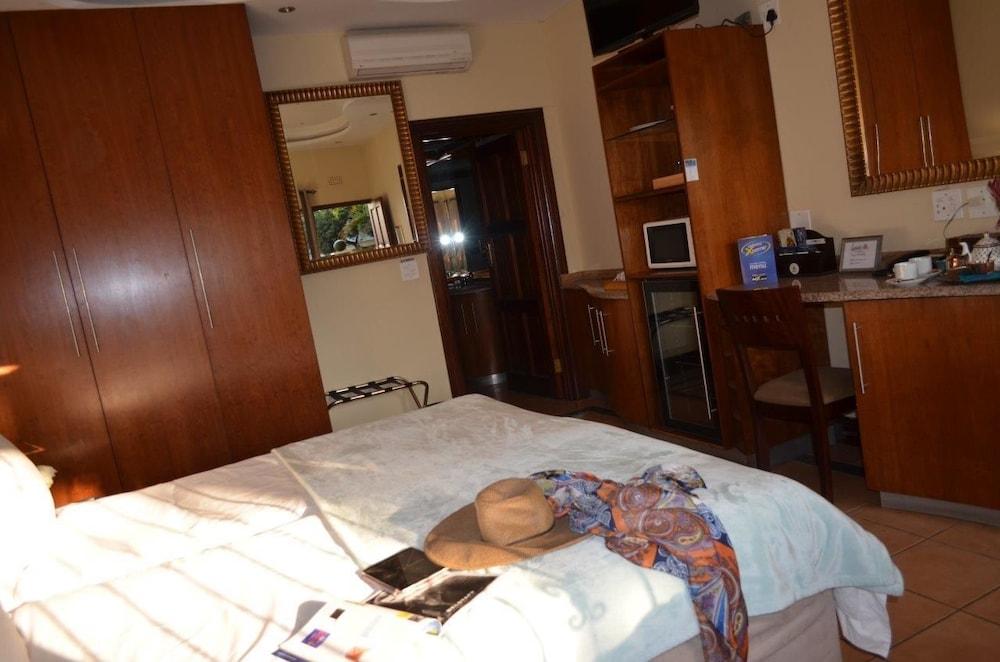https://i.travelapi.com/hotels/17000000/16340000/16339700/16339668/4a8a9373_z.jpg