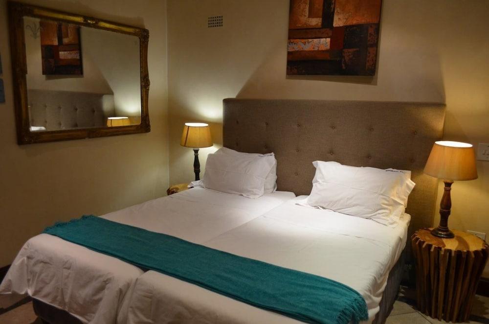 https://i.travelapi.com/hotels/17000000/16340000/16339700/16339668/db695133_z.jpg