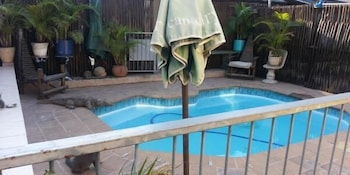 A Family and Friends Guest House - Outdoor Pool  - #0