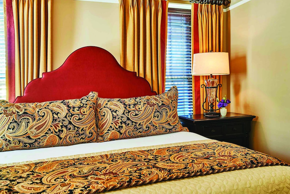 https://i.travelapi.com/hotels/17000000/16350000/16340900/16340802/04b554e3_z.jpg