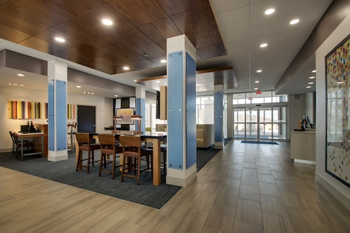 . Holiday Inn Express & Suites Mount Vernon