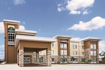 La Quinta Inn & Suites by Wyndham San Antonio by AT&T Center