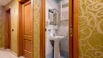 Ad Hoc Domus - Bathroom  - #0