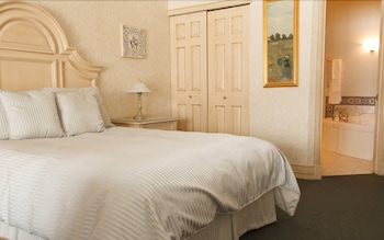 Standard Suite, 1 Queen Bed