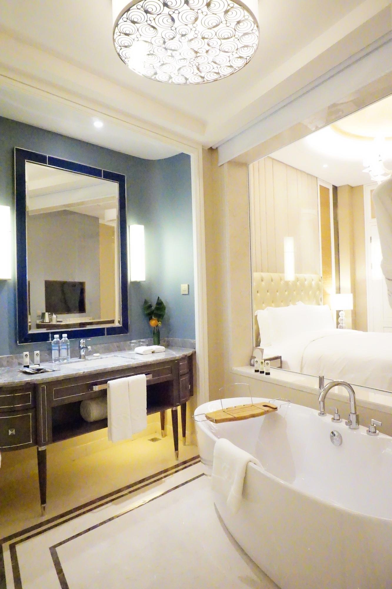 Luxury Room, 1 King Bed