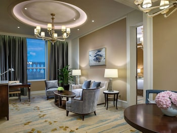 Suite, 1 King Bed, Business Lounge Access (Prestige)