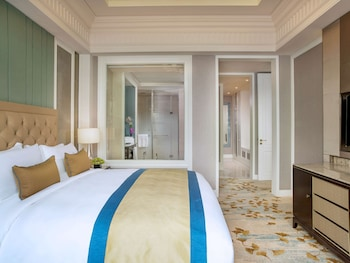 Superior Room, 1 King Bed, Business Lounge Access