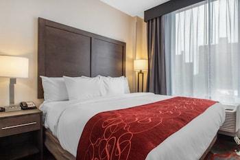 Guestroom at Comfort Inn & Suites near Stadium in Bronx