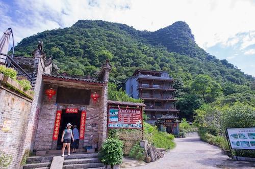Yangshuo Scenic Mountain Retreat, Guilin