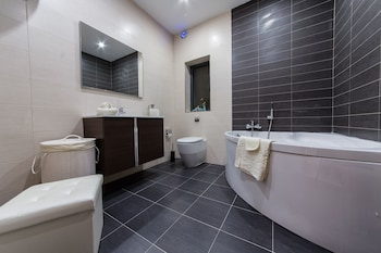Country view luxury apartment - Bathroom  - #0