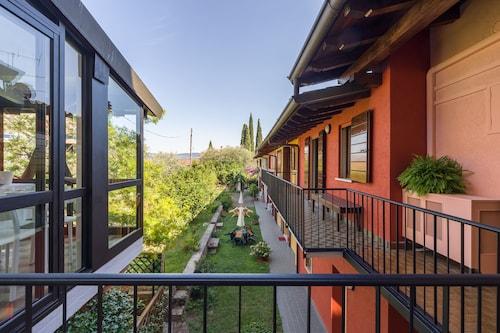 Omas Haus, Brescia