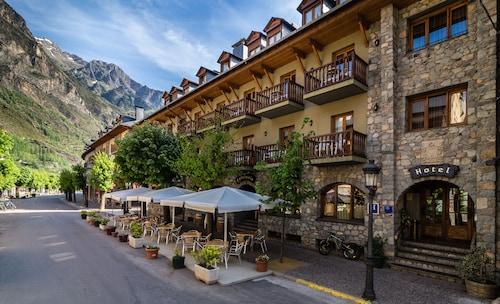 __{offers.Best_flights}__ Hotel Ciria