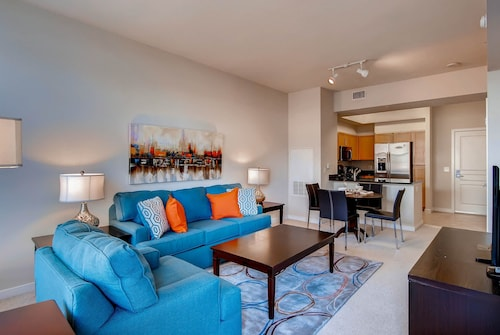 Global Luxury Suites at Town Center, Howard