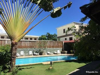 TIPTOP HOTEL RESTO AND DELISHOP Outdoor Pool