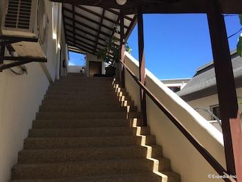 TIPTOP HOTEL RESTO AND DELISHOP Staircase