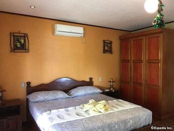 TIPTOP HOTEL RESTO AND DELISHOP Room