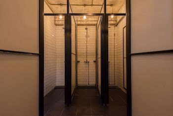 Mingle Hostel Kuala Lumpur - Bathroom Shower  - #0
