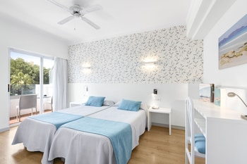 Double Room (High floor 2 adults + 1 child)