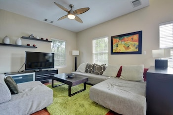 3BR 2BA East Austin Great Location by RedAwning