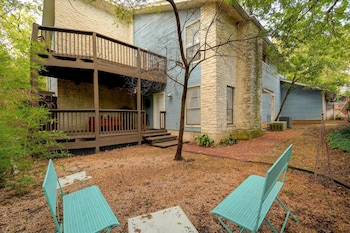 3BR Tarrytown Townhome w Parking by RedAwning