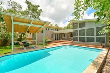 4BR 3BA Butterfly House with Private Pool in Central Austin by RedAwni