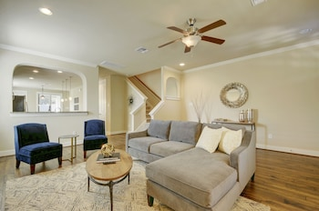 East Austin 4BR Modern Luxury Home Walk to the boardwalk by RedAwning