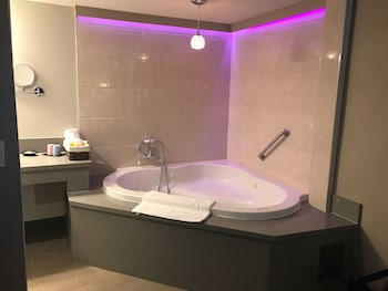 Luxury Room, 1 King Bed, Non Smoking, Jetted Tub