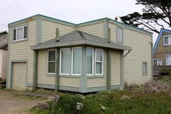 Ocean View Bodega Bay Cottage by RedAwning