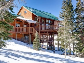 Stairway to Heaven ski in out with hot tub by RedAwning
