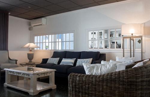 __{offers.Best_flights}__ Hotel Ampolla Sol