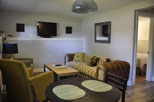 Moncton Suites - 13 Willard Road, Westmorland