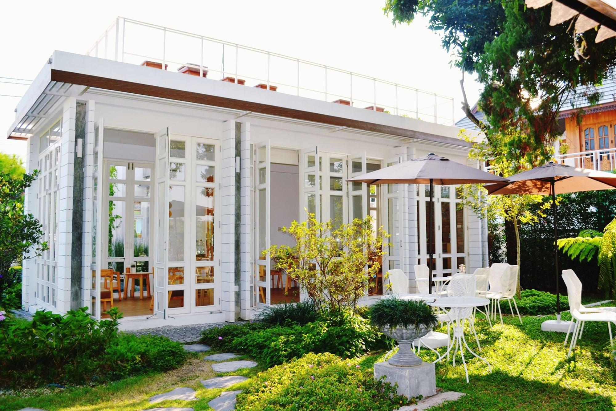 Eat Sleep Cafe & Bed, Muang Chiang Rai