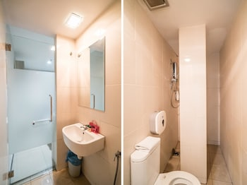 OYO Rooms PWTC LRT Station - Bathroom  - #0