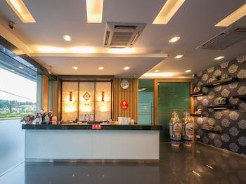 布督山商務中心 OYO 飯店