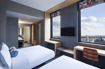 Guestroom at Aloft Long Island City - Manhattan View in Long Island City