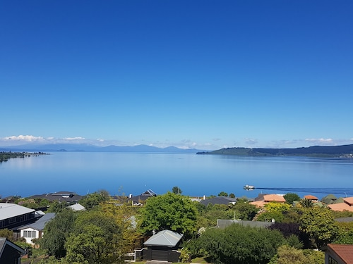 View From on Top - 6 Bedroom House, Taupo