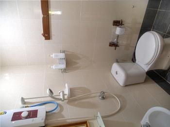 Cyclamen Cottage - Bathroom  - #0