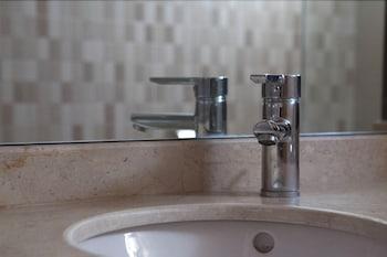 Malak Hotel - Bathroom Sink  - #0