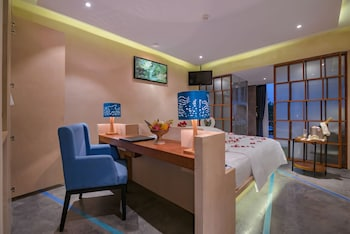 Premier Deluxe Double, Pool View, Free Roundtrip Transfers, Free Minibar