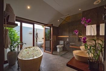 Oasis Suite, Bathtub, Pool View, Free Roundtrip Transfers, Free Minibar