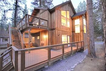 Bear Street Family Cabin - 5 Br Home