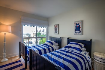Modern 3BR Malibu Condo Pool Ocean Views Minutes to Beaches by RedAwni