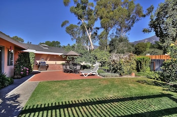 3BR 2BA Classic Montecito House Minutes to Butterfly Beach by RedAwnin