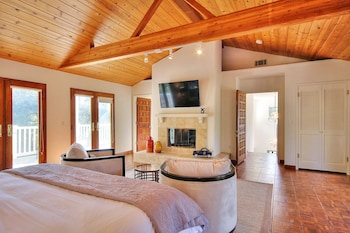 4BR 3BA Stylish Montecito Home with Pool Santa Barbara by RedAwning
