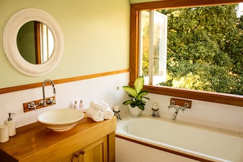 Kaituna Valley Homestead - Bathroom  - #0