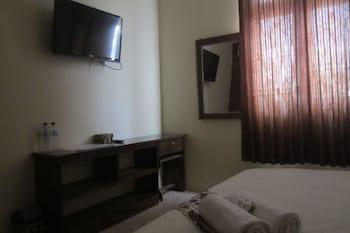 Larasati Guest House - Guestroom  - #0