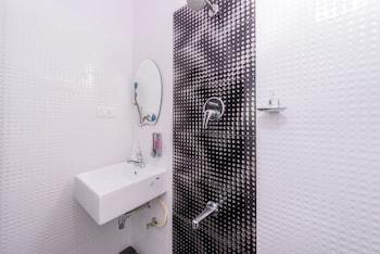 Treebo Greenwood Premier Suites - Bathroom  - #0