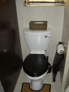 Trianon Self Catering Studio - Bathroom  - #0