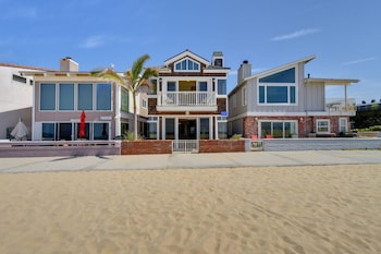 W Ocean Front 68139 by RedAwning