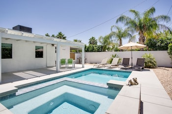 Lovely Palm Springs 2BR by RedAwning